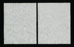 关闭白色卫生纸纹理 与儿童装饰品的白色织地不很细WC纸 图库摄影