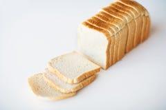 关闭白色在桌上的切的多士面包 免版税库存照片