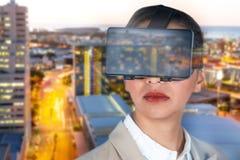 关闭的综合图象戴真正录影眼镜的女实业家 库存图片
