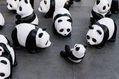 关闭看法从地板的那个地方上是画展在曼谷的许多熊猫雕塑,泰国 免版税库存照片