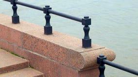关闭看法在花岗岩伏尔加河堤防并且浇灌表面,阿斯特拉罕,俄罗斯 影视素材
