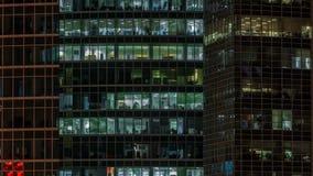 关闭看法对办公室窗口在摩天大楼莫斯科城市在从上面,莫斯科,俄罗斯4K的夜timelapse 影视素材