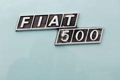 关闭破旧的出口葡萄酒菲亚特500徽章 图库摄影
