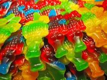 关闭碗充满鳄鱼软的糖果的一种大选择 免版税图库摄影