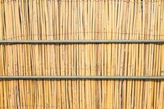 关闭竹席子和铁管子 免版税图库摄影