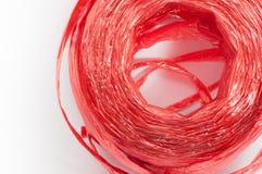 关闭红色塑料在白色背景的绳索顶视图 免版税库存照片