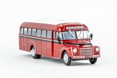 关闭红色经典葡萄酒公共汽车,比例模型 免版税库存照片