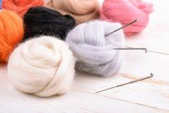 关闭羊毛针毡合成套工具 库存照片
