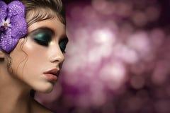 关闭美丽的妇女面孔画象  免版税库存图片
