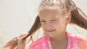 关闭美丽的少妇儿童孩子画象  股票录像