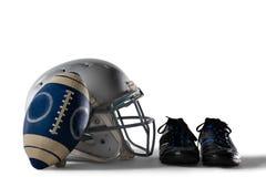 关闭美国橄榄球和盔甲由体育鞋子 库存照片