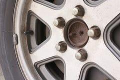关闭老和铁锈车轮 库存照片