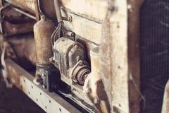 关闭老拖拉机用内燃机 库存照片
