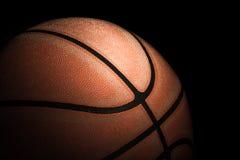 关闭老篮球 免版税库存图片