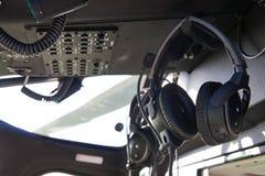 关闭耳机在直升机驾驶舱内 免版税图库摄影