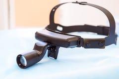 关闭耳鼻喉科医师选择聚焦的医疗设备 免版税库存图片