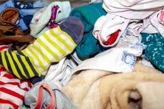 关闭肮脏的衣裳准备好洗涤物 免版税库存照片