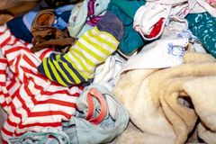 关闭肮脏的衣裳准备好洗涤物 免版税库存图片