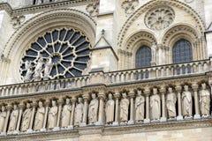 关闭艺术品和雕刻在巴黎圣母院,巴黎,法国 免版税库存图片