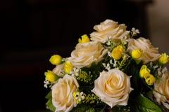 关闭花背景 惊人的看法五颜六色开花在晴朗的夏天或春日 免版税库存照片