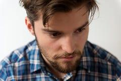 关闭英俊的年轻人画象有胡子的 免版税库存照片