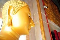 关闭菩萨雕象的面孔在泰国的教会里 免版税库存照片