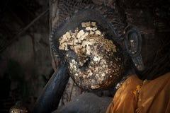 关闭菩萨雕象的面孔的图象 defocused 库存照片