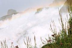 关闭落在尼亚加拉瀑布的水的射击 免版税图库摄影