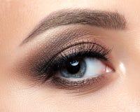 关闭蓝色妇女眼睛看法与美好的构成的 图库摄影