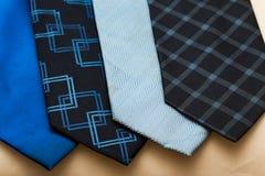 关闭蓝色颜色主题的领带和领巾 库存图片