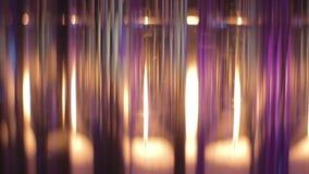 关闭蜡烛通过玻璃烧瓶美妙地发光 股票录像