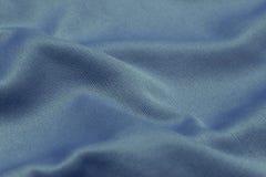 关闭衣服,由景深的照片写真纹理蓝色织品对象的 库存照片