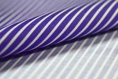 关闭衬衣卷紫色和白色织品  库存图片