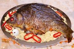关闭被烘烤的鲤鱼 免版税库存照片