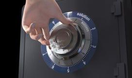 关闭解答和成功的一个安全锁和妇女手概念在事务 库存图片