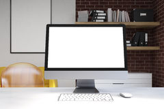 关闭计算机显示器在家庭办公室 免版税库存图片