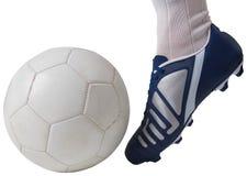 关闭踢球的足球运动员 免版税图库摄影