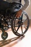 关闭轮椅的一个残疾人 免版税库存图片