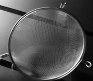 关闭金属厨房筛子 宏观看法 免版税库存照片