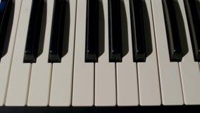 关闭钢琴钥匙看法 免版税库存照片