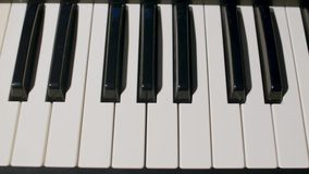 关闭钢琴钥匙看法 免版税库存图片