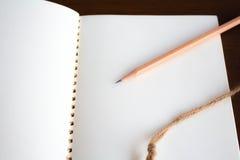 关闭铅笔和笔记本 库存照片