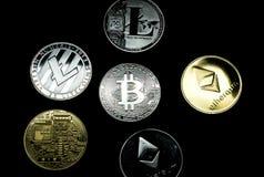 关闭银和金隐藏硬币的一汇集 库存照片