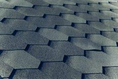 关闭铺磁砖的屋顶的片段 选择聚焦 定调子 库存图片