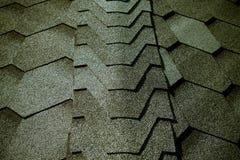 关闭铺磁砖的屋顶的片段 选择聚焦 定调子 免版税库存图片