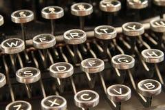 关闭锁上葡萄酒的打字机 库存图片