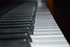 关闭锁上钢琴 免版税库存照片