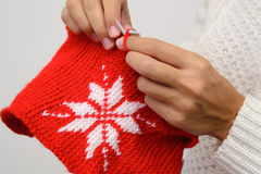 关闭雪花的妇女编织的样式 免版税库存图片