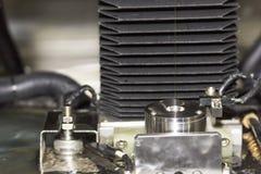 关闭高技术和精确度模子切口由cnc导线裁减机器在工厂 免版税图库摄影