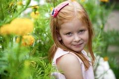 关闭,小红色朝向的女孩画象  免版税库存照片